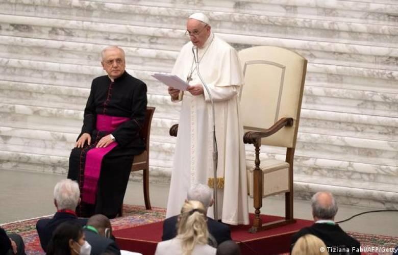 Papa Francisco pide un salario universal y reducir la jornada laboral